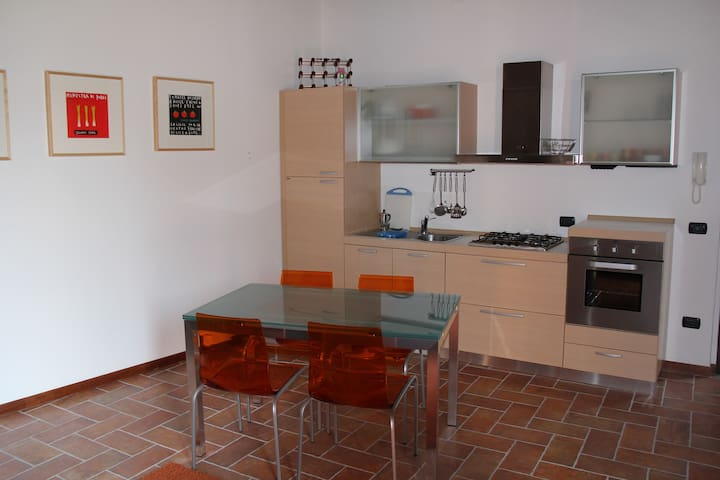 Two-room apartment in a quiet court - Salice Terme - Loft