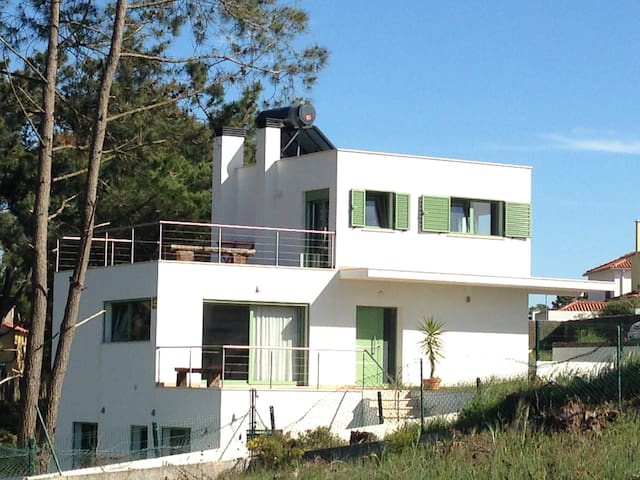 Villa 6-8 pers. 400 m of the beach,  30km Lisbon