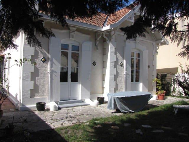Maison typique La teste de Buch - La Teste-de-Buch - Casa