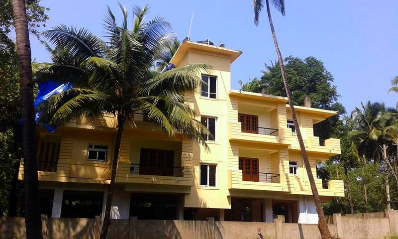 3 bedrooms. Shanti villa - Morjim - Casa