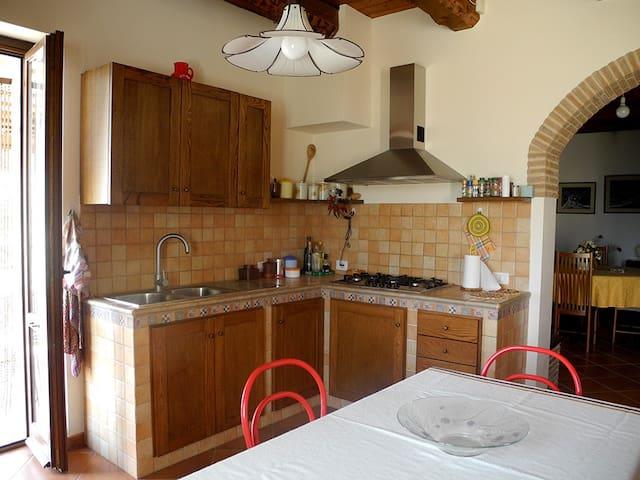 Casale rustico molto accogliente - Castelplanio  - Apartamento