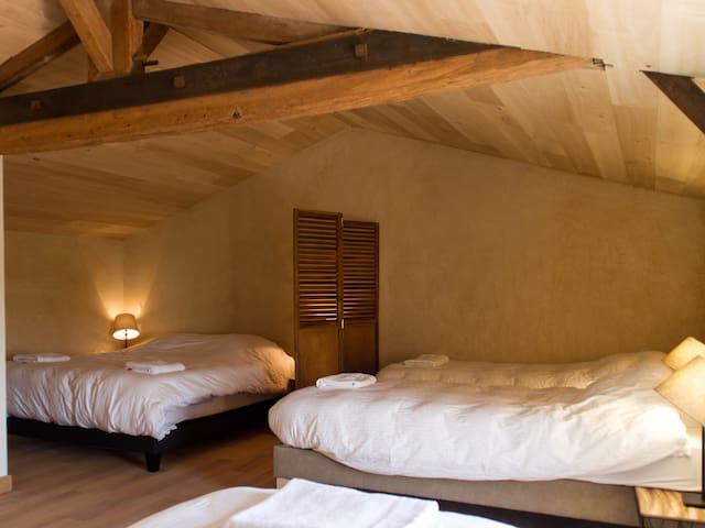 """Le Puy Carmin - Chambre """"Family"""" 5 personnes"""