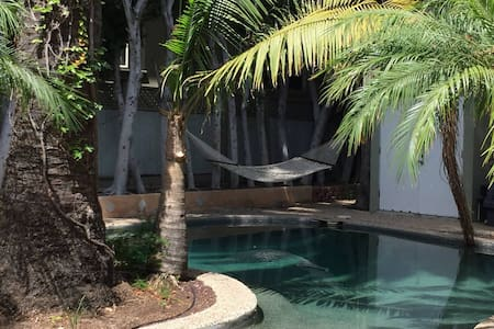 7BED VILLA WeHo on Santa Monica BLVD! POOL+HOTTUB! - West Hollywood - Villa - 1