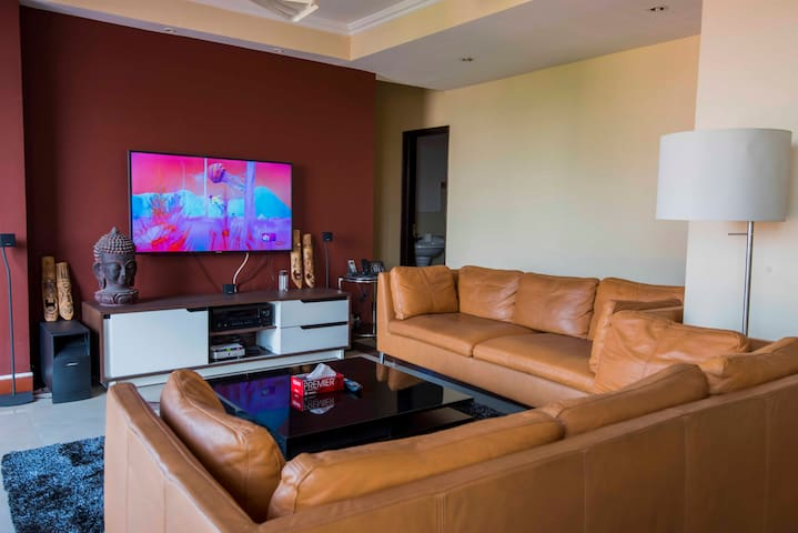 Modern, Comfy & Centrally Located - Family Style