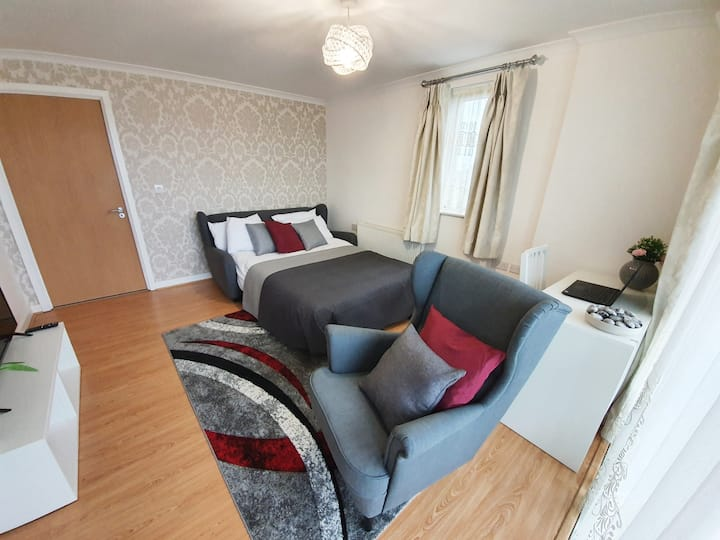 Beautiful Greater London room with private balcony