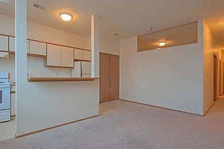 Private Huge Bedroom in heart of Downtown, Omaha - 公寓