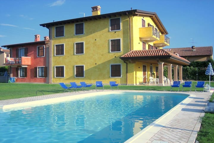 Charming Cottage in Renovated Farmhouse near lake Garda