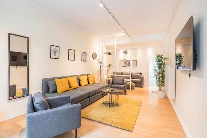 Spacious 2 BR-Apartment for 12 +close to U-Bahn