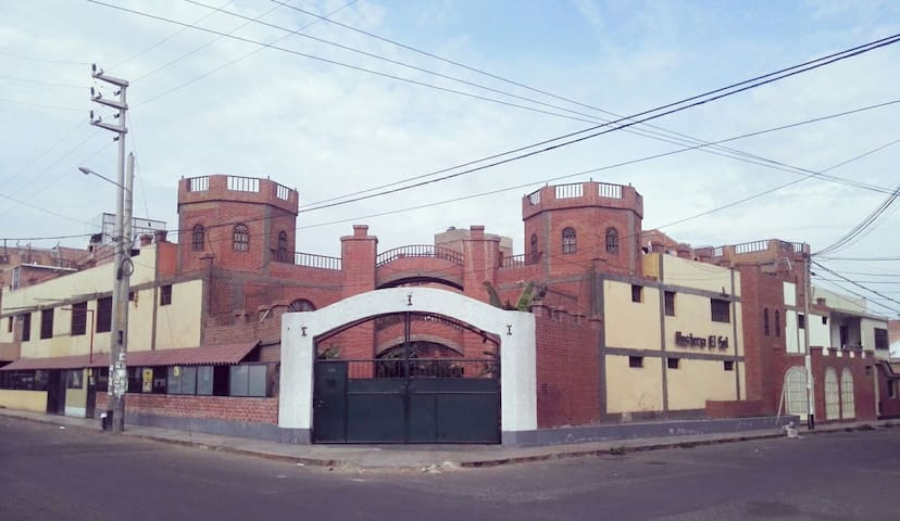 HABITACIÓN PRIVADA 16 EN EL CASTILLO ALEMÁN, WIFI.