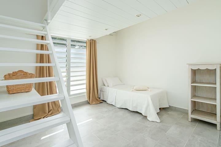 4e Chambre à l'étage, 1 lit simple et 1 double en mezzanine