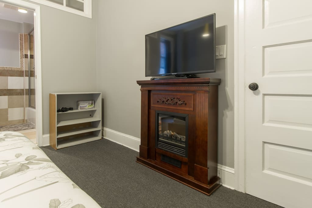 "Electric fireplace and 40"" HDTV. Enjoy watching our complimentary Netflix streaming."