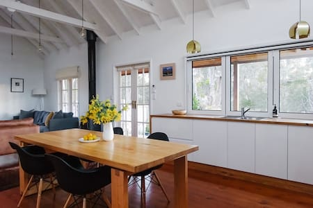 Clare Cottage, perfectly located in Chewton