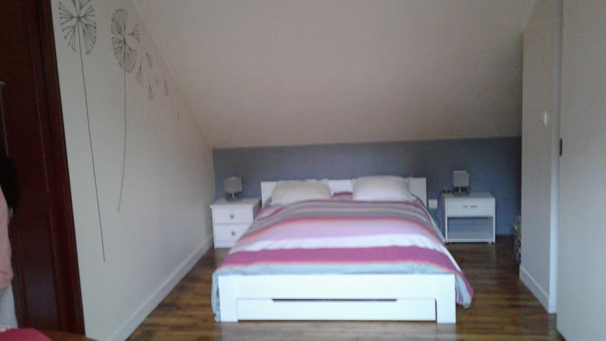chambre2 : lit double