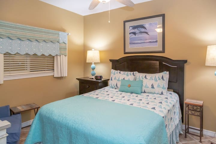 Gorgeous Gulf Front 2 Bed 2 Bath Condo at Emerald Isle! Spectactular Views