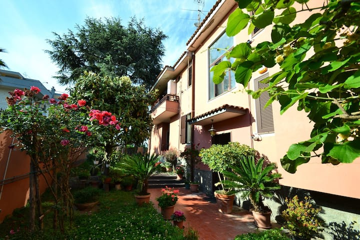 Cosy Holiday Home in Pompei with Garden