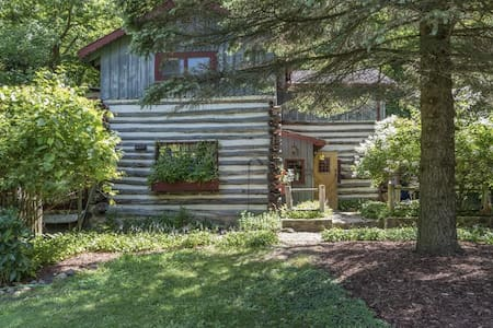 Log Cabin in the Woods near Erin Hills Golf - Hartford