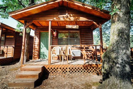 Sleepy Hollow #6 Quaint Efficiency Cabins Located in the Heart of Hochatown