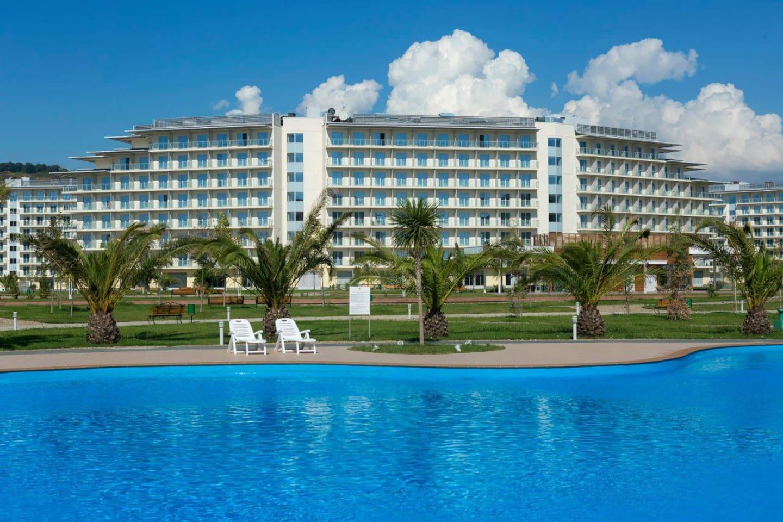 5 таких бассейнов на территории отеля-входят в стоимость проживания