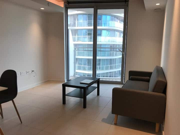 Modern 1 bed flat with Thames River view