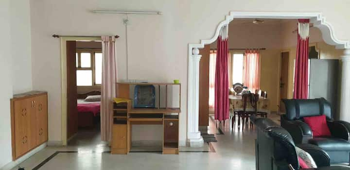 Feel at Home 🏠 3 Bed Room Apartment@❤️ of City