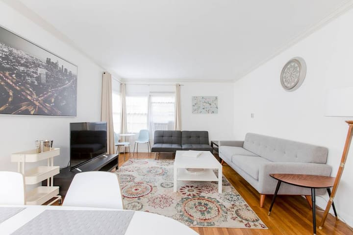 Sunny Spacious and Well-Provisioned 2 Bedroom Flat