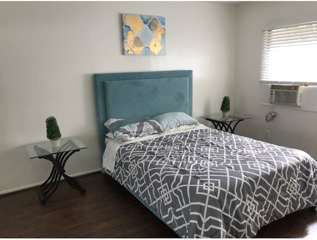 CENTRAL BEVERLY HILLS 1b1b Apartment