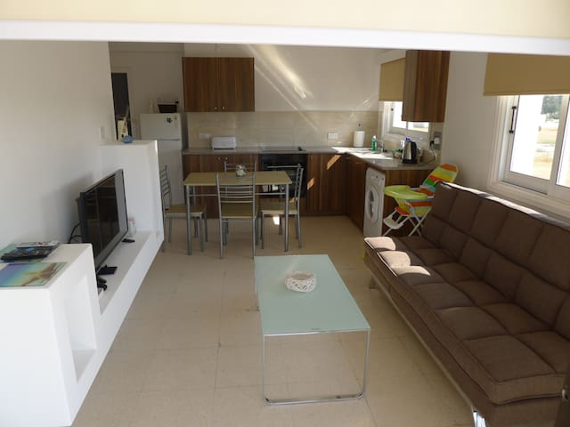 2 bedroom holiday apartment close to the beach.