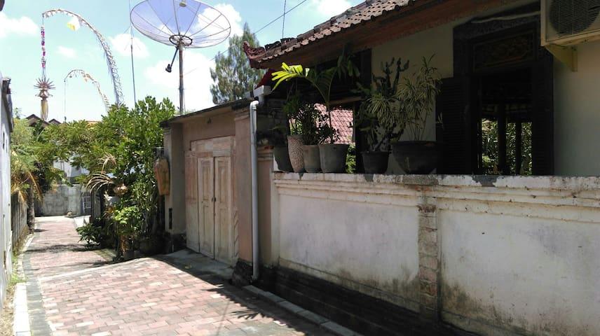 Nice and breezy Balinese's villa - Północne Kuta - Dom