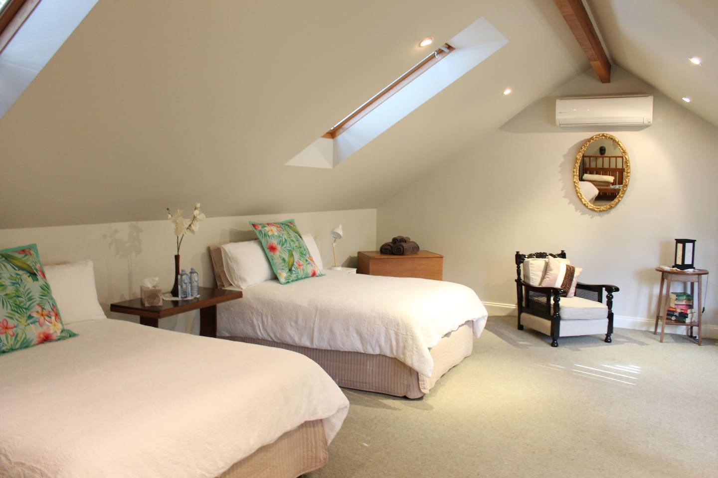 Huge bedroom with 2 double beds, daybed & T.V