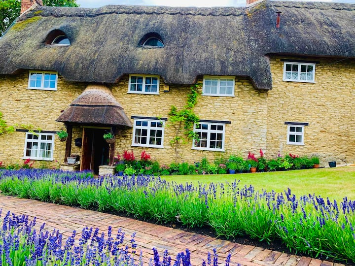 Beautiful 5 Bedrooms Cottage , in Oxfordshire