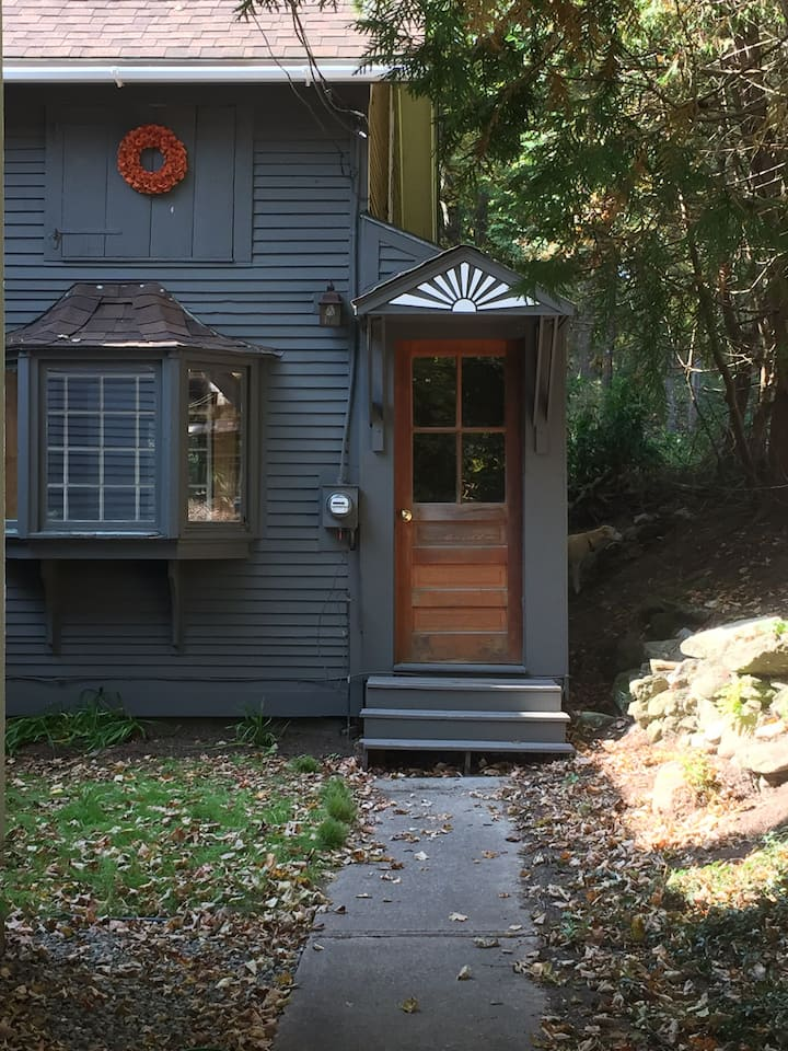 Cozy Winter Cottage,  2+Month Rental  $1,800/month