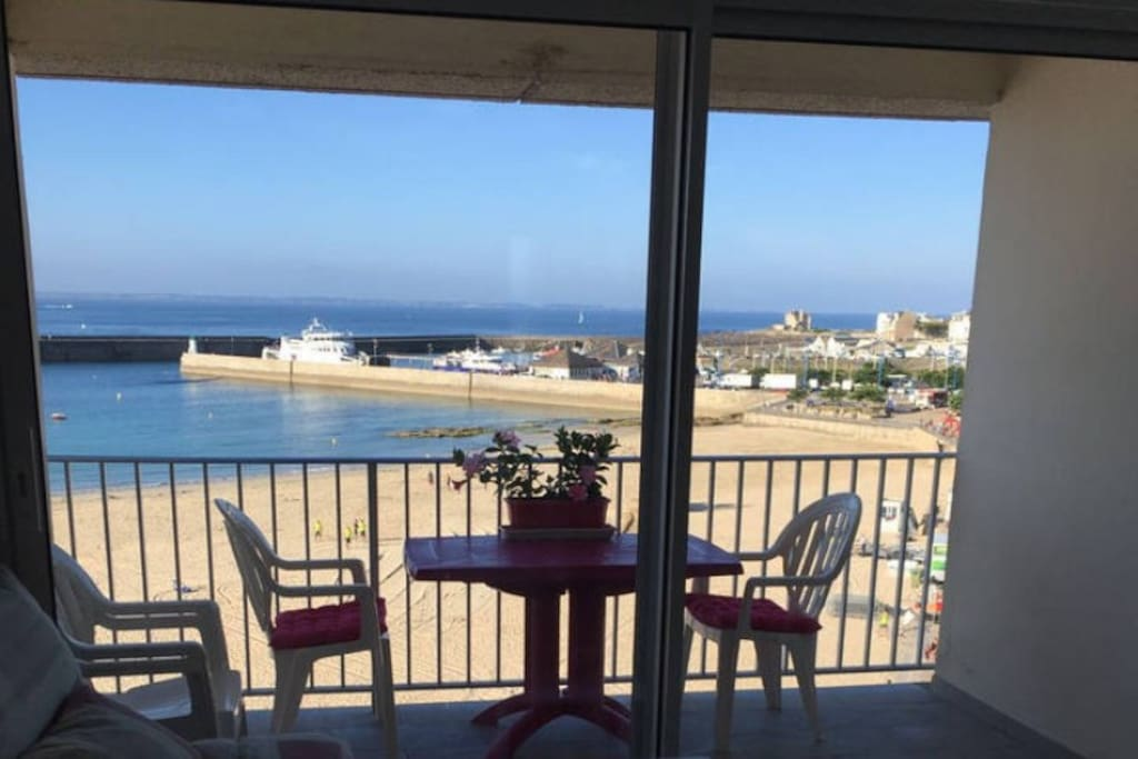 quiberon amazing view on belle ile one room flat apartments for rent in quiberon bretagne. Black Bedroom Furniture Sets. Home Design Ideas