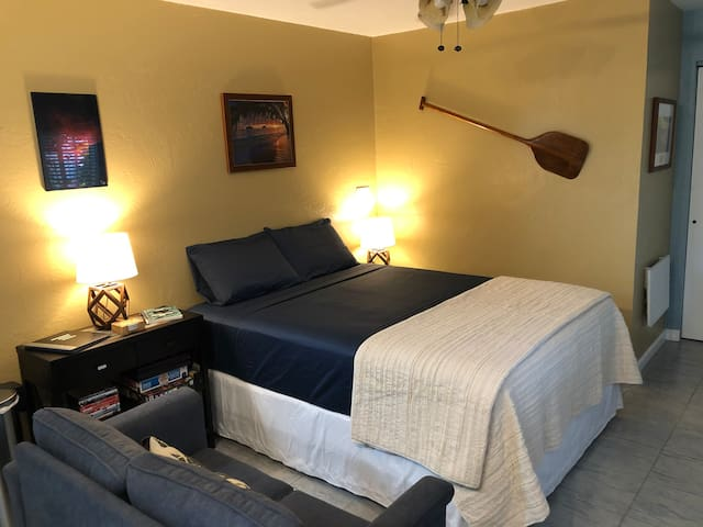 Queen Bed and sitting space