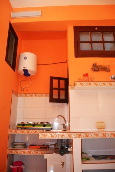 La cocina y el calentador de agua para toda la casa es automático cómo se puede observar en la foto