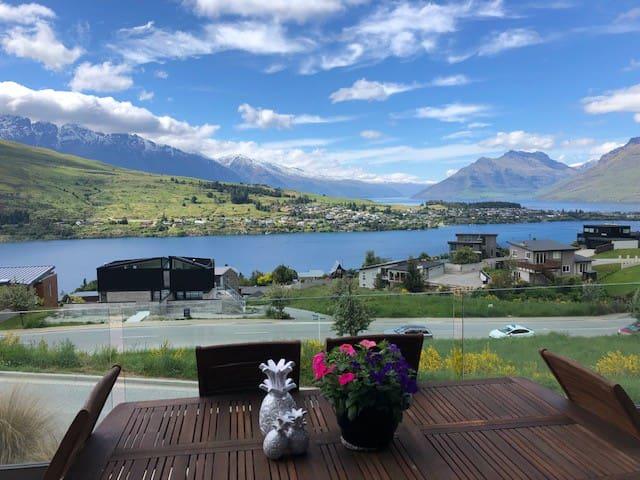 Wakatipu Views (Hosted)