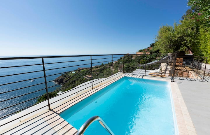 BNB RENTING Breathtaking luxurious villa with sea-view in Théoule sur Mer