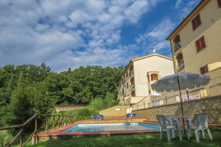 Monteverdi apartment with view and swimming pool