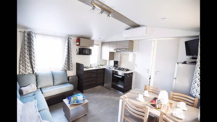 Beau Mobil-Home Climatisé tout confort Camping 4*