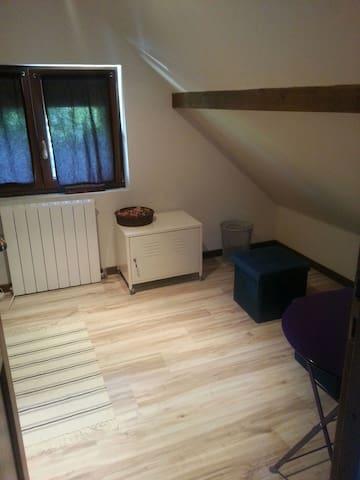 Etage complet dans maison spacieuse - Bois-le-Roi - Casa