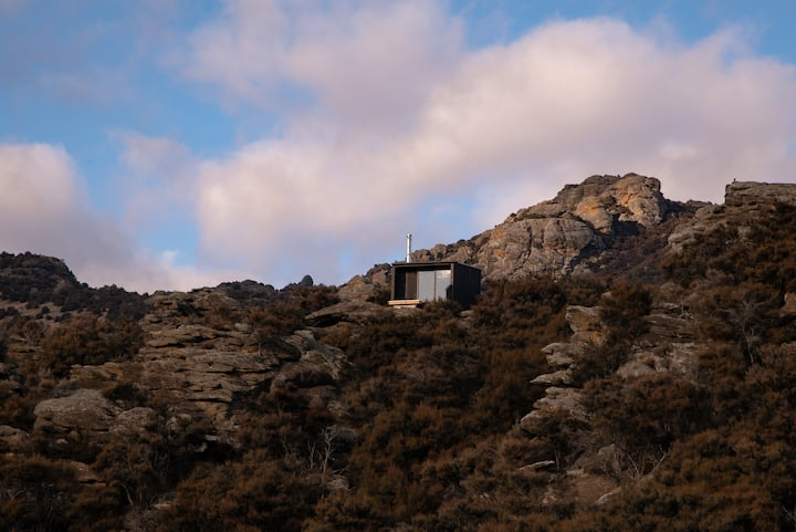 Pisa Cabin on a hill at the heart of Central Otago