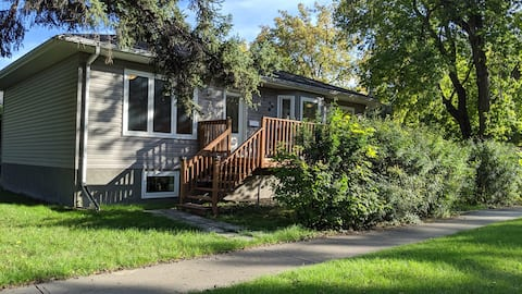 Modern 4 BDRM House - Just Blocks From Downtown