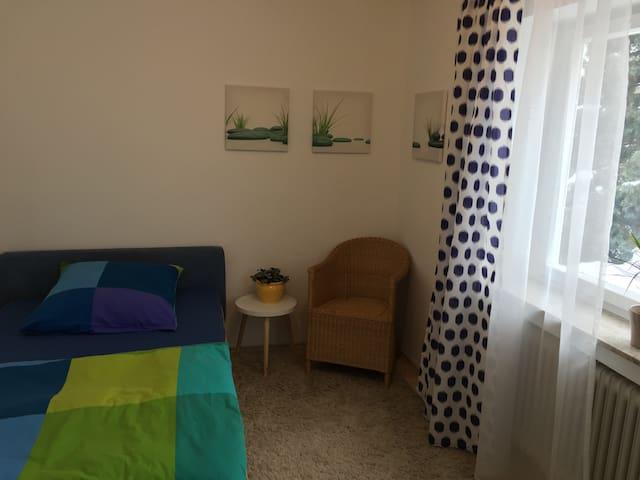 schönes gemütliches Zimmer in einer Ferienwohnung