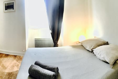 Private bedroom in the heart of St Jean de Luz - Saint-Jean-de-Luz - Apartemen