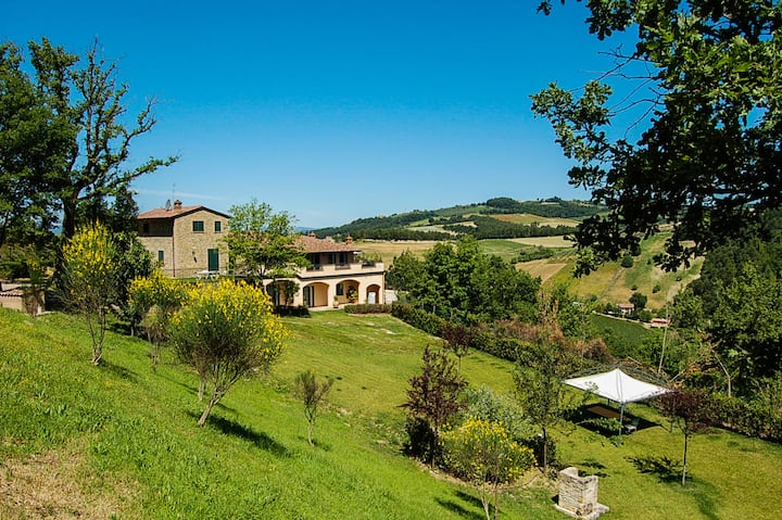 Villa with indoor and outdoor pool near Todi