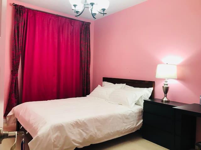 Queen Bed Room2