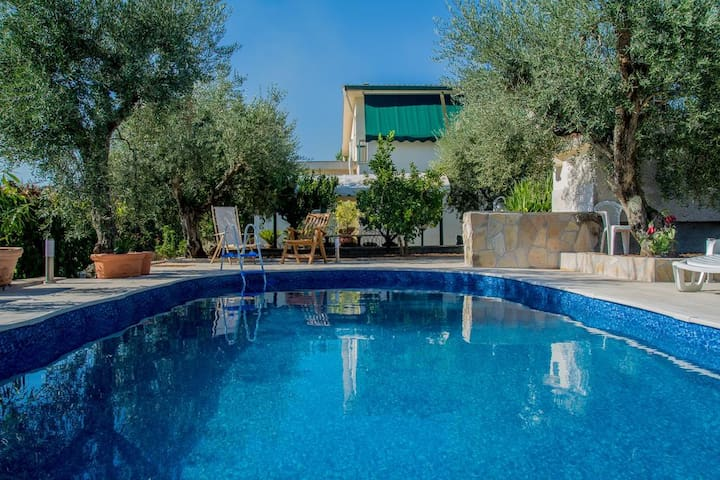 """Holiday home Colle Santi"" Villa con piscina"