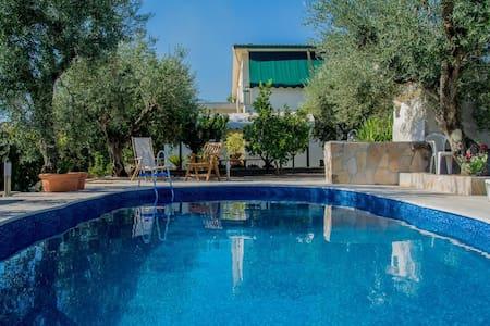 "Villa with swimmingpool ""Holiday Home Collesanti"""