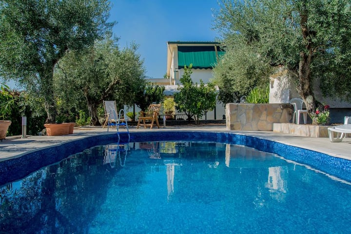 "Villa with swimmingpool ""Holiday Home Collesanti"""