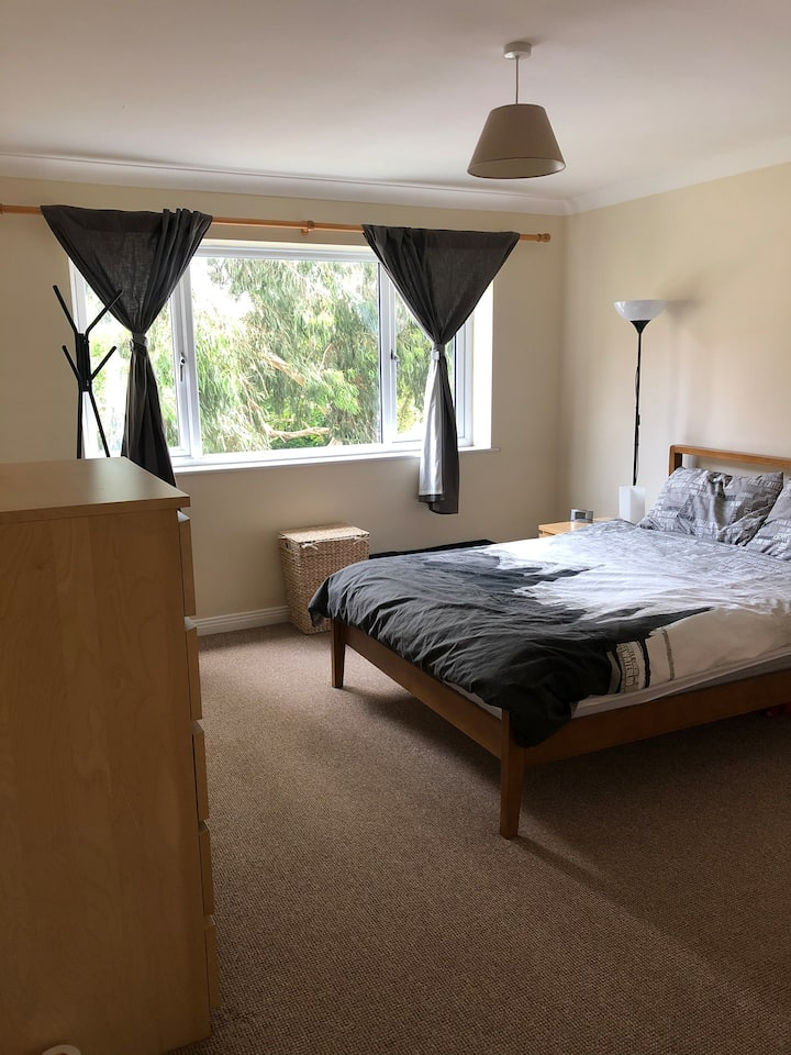 Lovely 2 bed minutes from the station