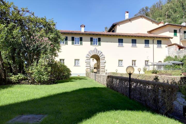 Magnifico appartamento di 220 mq in Villa storica - Parè - Leilighet